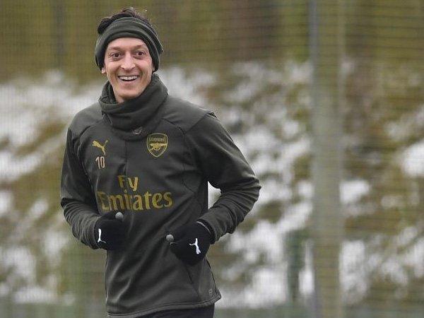 Situasi Ozil Di Arsenal Digambarkan Seperti Sketsa Komedi Liga