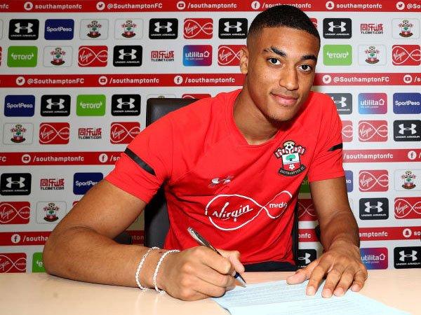 Yan Valery Resmi Perpanjang Kontrak di Southampton