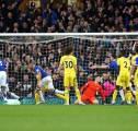 Fans Arsenal dan United Berterima Kasih Ke Everton Usai Kalahkan Chelsea