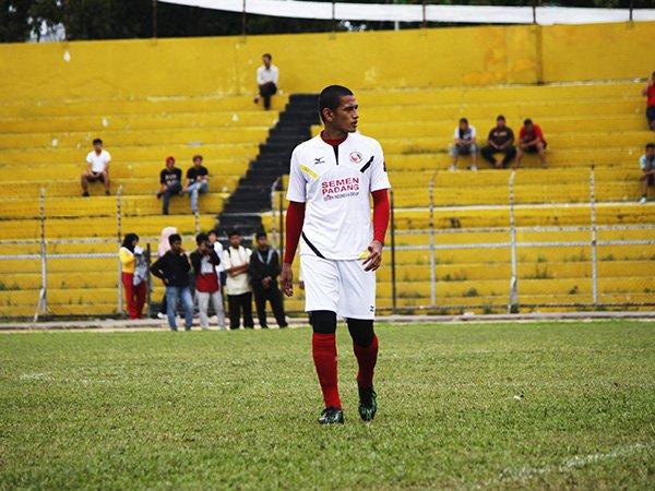 Hengki Ardiles Kembali ke Semen Padang FC