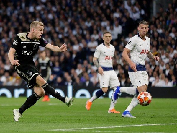 Tottenham Saingi Bayern Untuk Dapatkan Bintang Ajax