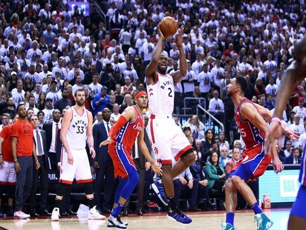 Buzzer Beater Kawhi Leonard Menangkan Raptors Atas 76ers di Game 7