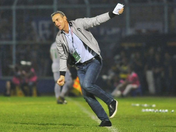 Pemain Arema FC Harus Lebih Baik Dalam Mengantisipasi Bola Crossing