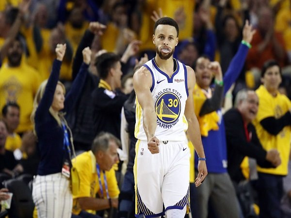 Stephen Curry Mengamuk, Warriors Tumbangkan Blazers di Game 1