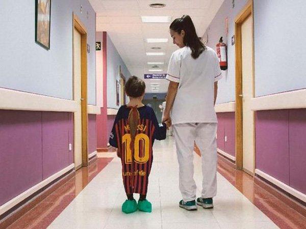 Jersey La Liga Disulap Jadi Baju Rumah Sakit