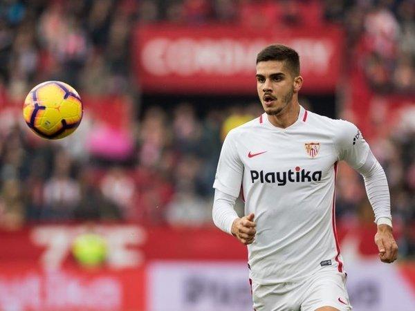 Batal Dipermanenkan Sevilla, Silva Siap Kembali ke Milan