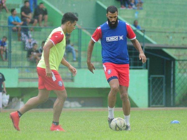 Dinilai tak Cocok dengan Gaya Arema FC, Ini Tanggapan Comvalius