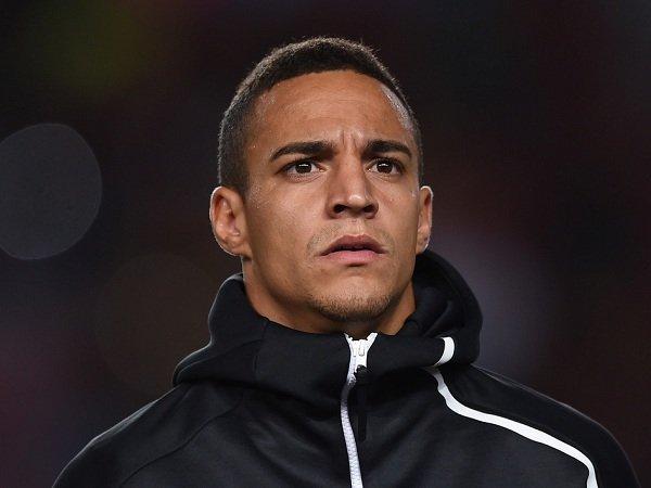 Pelatih Valencia Buka Kemungkinan untuk Lepas Rodrigo ke Barcelona