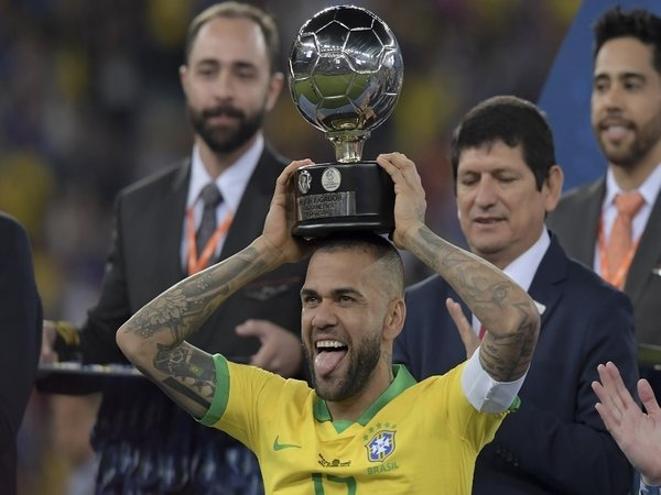 Copa America: Brasil Juara, Dani Alves Catat Gelar Ke-40