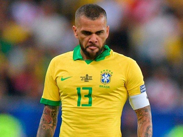 Dani Alves Kecam Pernyataan Lionel Messi