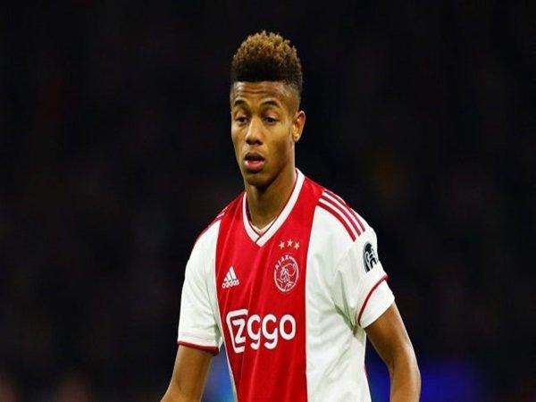 Ajax Klaim Atletico Madrid Telah Ajukan Tawaran Resmi untuk Neres