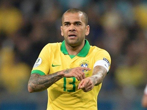 Dani Alves Siap Gabung Arsenal Dengan Satu Syarat