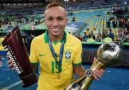 Arsenal Ajukan Tawaran untuk Everton Soares