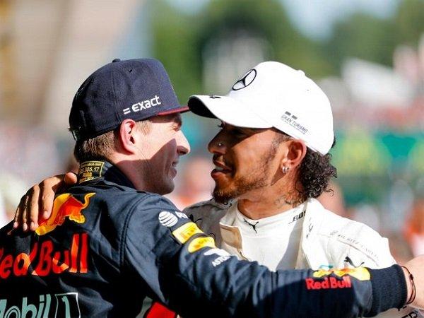 Hamilton Salut dengan Rasa Hormat yang Ditunjukkan Verstappen saat Berduel