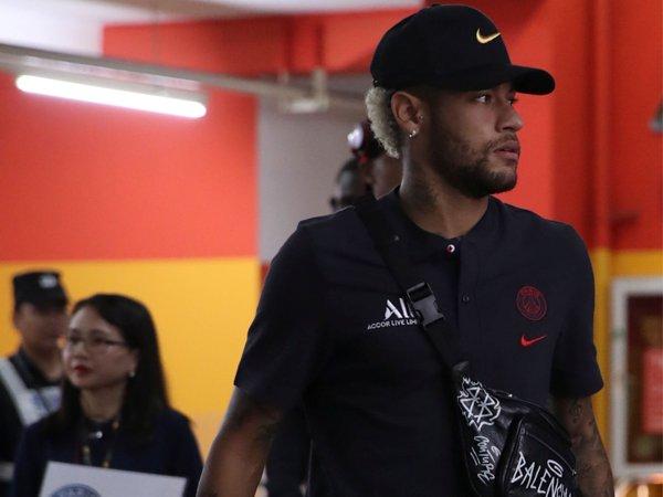 PSG Dikabarkan Tak Jual Lagi Jersey Neymar, Sinyal Hengkang?