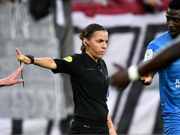 Stephanie Frappart Siap Buat Sejarah dengan Pimpin Laga Piala Super UEFA
