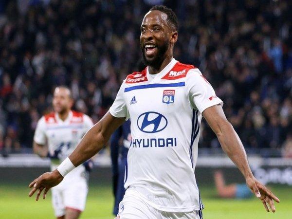 Juventus Siap Saingi MU Untuk Dapatkan Servis Striker Lyon