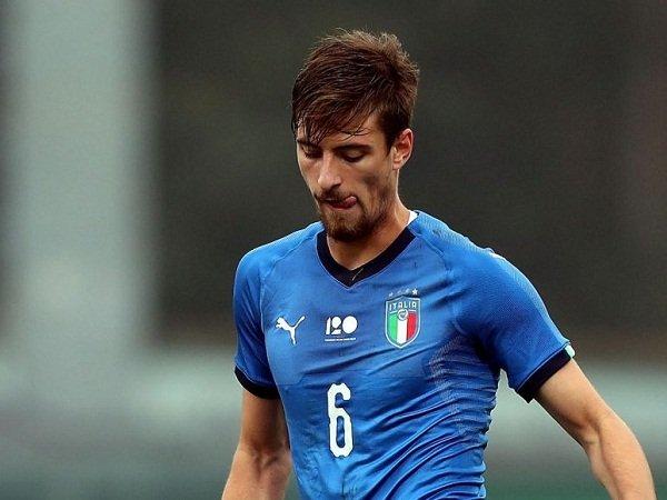 Tolak Tawaran Empat Klub, Milan Pertahankan Bek Muda Ini
