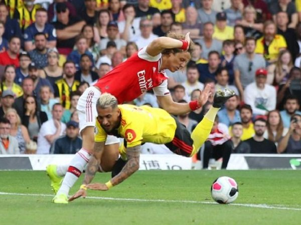 Lee Dixon Kecam Performa Arsenal Lawan Watford