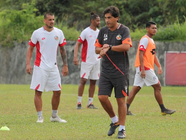 Eduardo Almeida Belum Bisa Dampingi Semen Padang FC di Markas Persib