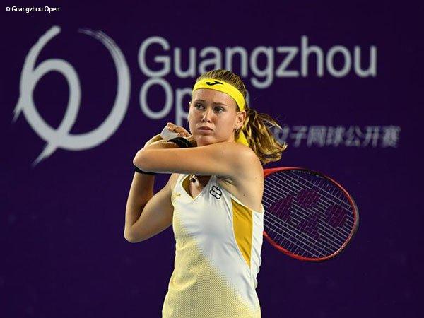 Elina Svitolina Cedera, Marie Bouzkova Meluncur Ke Perempatfinal Di Guangzhou