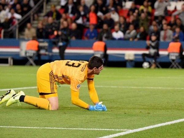 Real Madrid Dibantai PSG, Zidane Enggan Salahkan Courtois