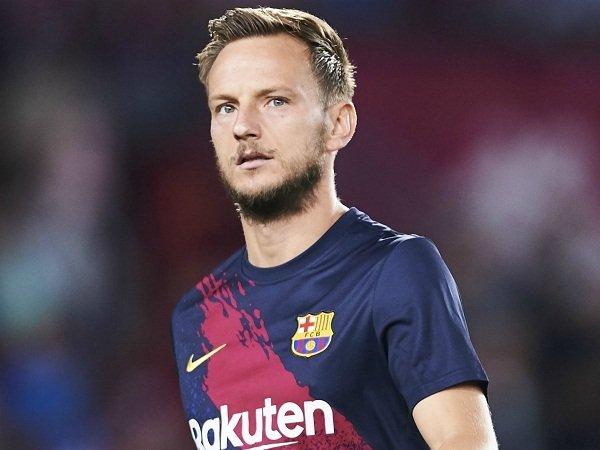 Milan Buka Negosiasi dengan Gelandang Barcelona, United Siap Menjegal