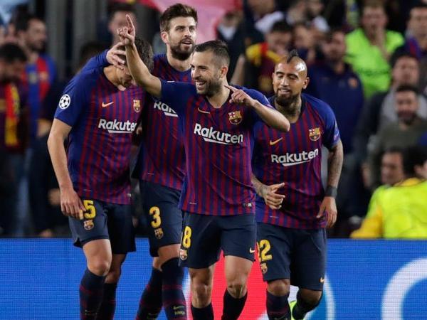 Barcelona Akan Jual Tiga Pemain Tengah Pada Januari