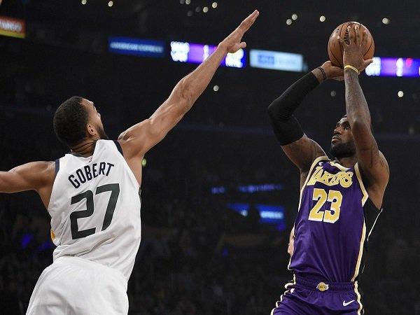 LeBron James Bawa Lakers Petik Kemenangan Perdana Musim Ini