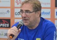 Pelatih Persib Mengaku Belum Bahas Urusan Perpanjangan Kontrak Pemain