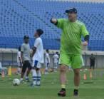 Keluh Kesah Robert Soal Kendala Lapangan Latihan Persib