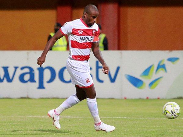 Terima Kartu Merah di Derby Suramadu, Greg Nwokolo Minta Maaf