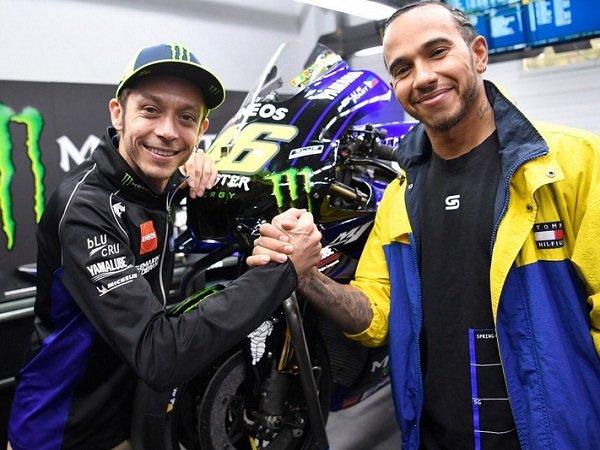 Rossi Dapat Mobil Lawas, Hamilton Lebih Beruntung