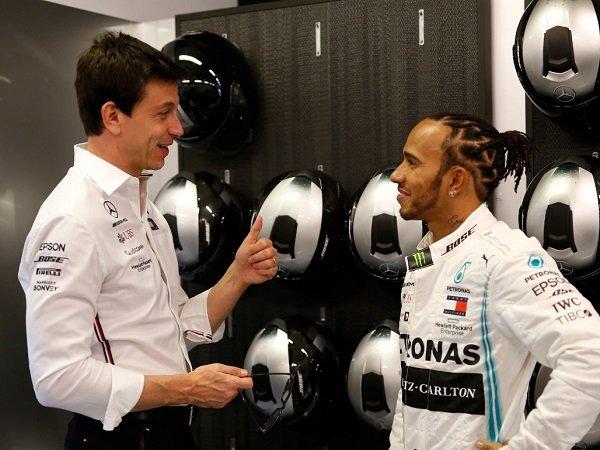 Toto Wolff Enggan Dekati Pebalap Lain Sebelum Lewis Hamilton Tentukan Masa Depannya