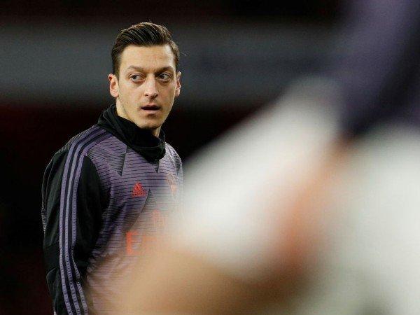 Januari, Mesut Ozil akan Dipinjamkan ke Fenerbahce?