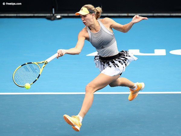 Caroline Wozniacki Mundur Dari Kooyong Classic