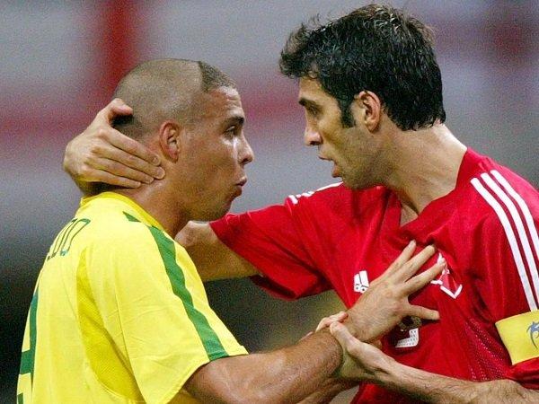 Hakan Sukur, Legenda Sepakbola Yang Saat Ini Jadi Sopir Untuk Menyambung Hidup