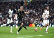 Utamakan Madrid, Ajax Tolak Pendekatan Spurs Untuk Van de Beek