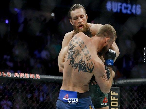 McGregor Bekuk Cerrone Dalam Waktu Singkat, Begini Tanggapan Pelatih
