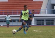 Robert Beri Pujian Spesial Kepada Beni Okto Usai Persib Tundukan Hanoi FC