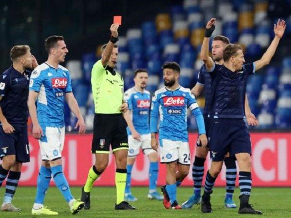 Diwarnai 2 Kartu Merah, Napoli Taklukan Lazio di San Paolo