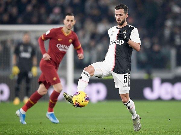 Pjanic Minta Juventus Lebih Sering Main dengan Dua Formasi