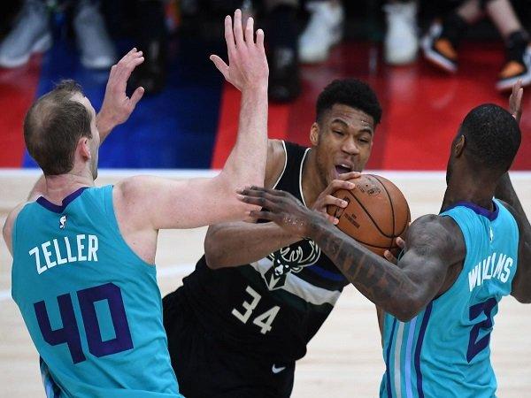 Milwaukee Bucks Curi Kemenangan Dari Markas Charlotte Hornets