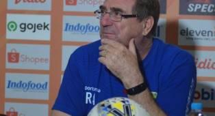 Robert Ungkap Alasan Bawa Persib Gelar TC di Lembang