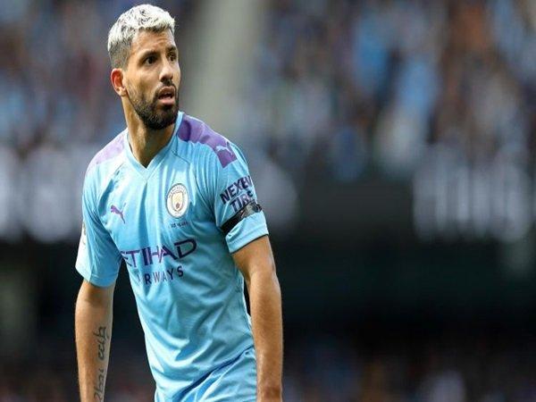 Man City Dihukum UEFA, Munculkan Persaingan Duo Madrid Perebutkan Servis Aguero