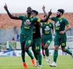 Persembahkan Trofi PGJ 2020 untuk Persebaya, Konate Ingin Lebih Baik di Liga 1