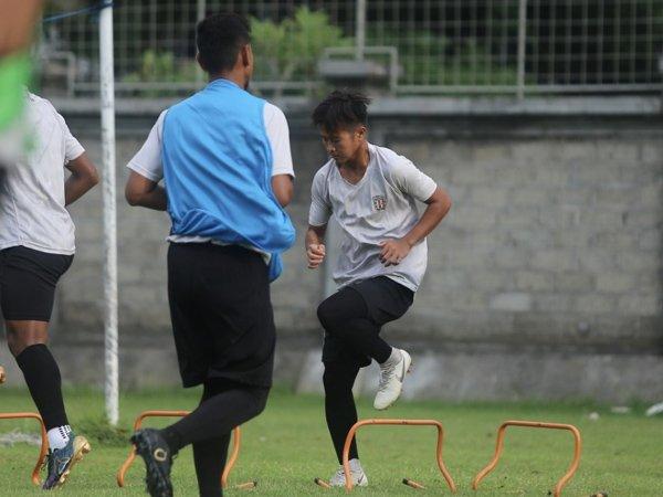 Pemain Muda Bali United Bangga Bisa Belajar Dari Stefano Lilipaly