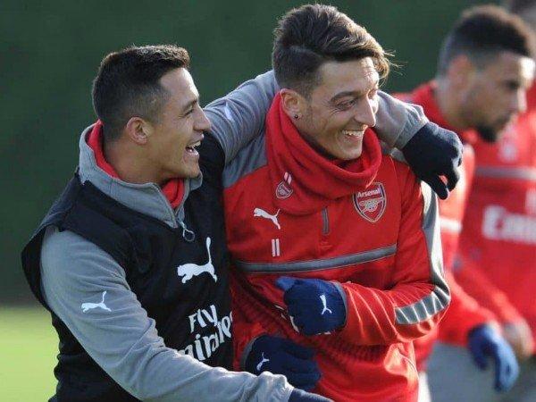 Alexis Sanchez dan Mesut Ozil Diklaim Tidak Sehebat Dulu Lagi