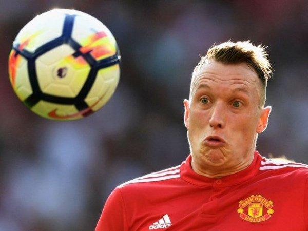 Phil Jones Klaim Tolak Liverpool, Chelsea, dan Arsenal demi Manchester United