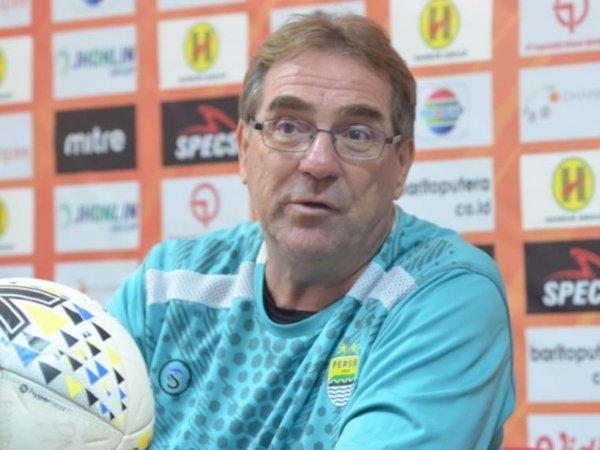 Robert Gigit Jari Klub Kebanggaannya Batal Juara Liga Belanda